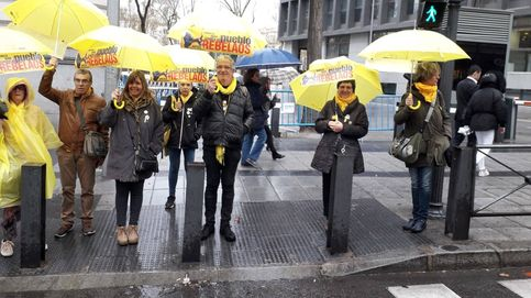 Cruzar el mismo paso de cebra una y otra vez, la última protesta frente al Supremo