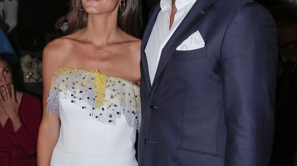 Foto: El tenista Fernando Verdasco y su mujer, Ana Boyer, posan a su llegada al desfile de la firma Pedro del Hierro. (EFE)