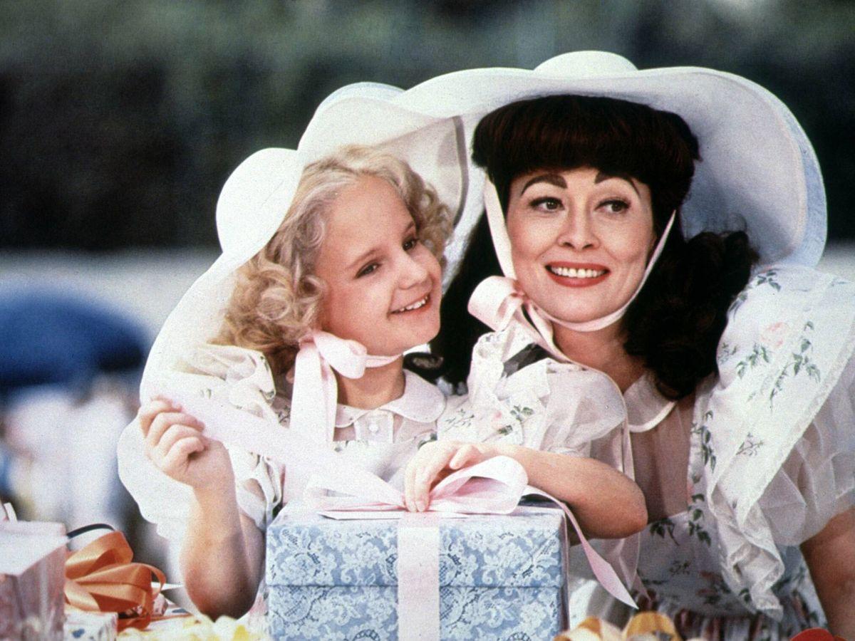 Foto: Faye Dunaway y Mara Hobel, en 'Queridísima mamá'. (CP)