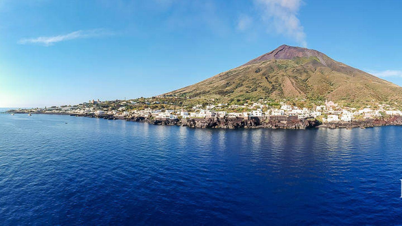 Volcán activo de la isla de Estrómboli. (Foto de Lionard Luxury Real Estate)