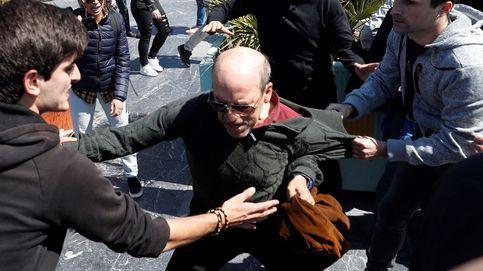 Agresiones, insultos y retirada de banderas a los asistentes al acto de Vox en San Sebastián