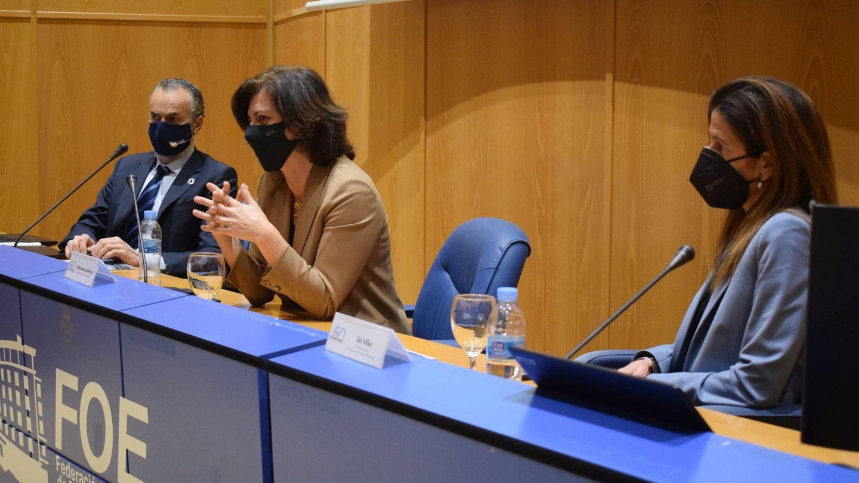 Carlos Ortiz, Macarena Gutiérrez y Sol Villar, en la rueda de prensa en Huelva