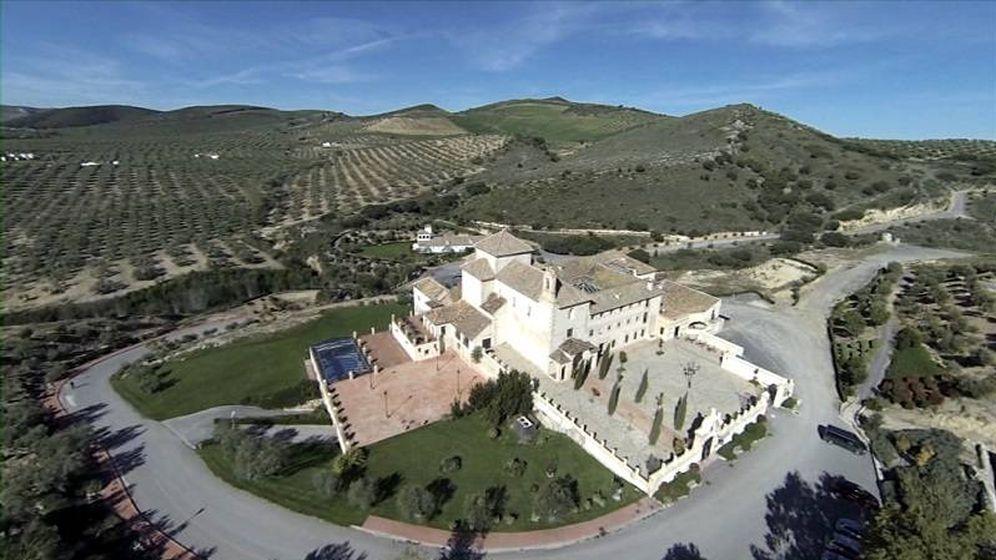 Foto: Hotel La Magdalena, rodeado del olivar que asumió Sando. (Diputación de Málaga)