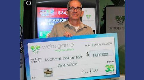 Gana la lotería y gasta una parte en poner techo a la casa de una mujer sin recursos