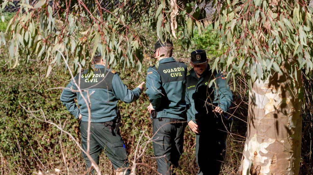 Foto: Agentes de la Guardia Civil realizan labores de búsqueda de Chavero. (EFE)