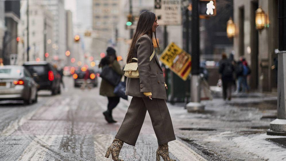 Foto: Una insider pasea con un pantalón culotte. (Imaxtree)