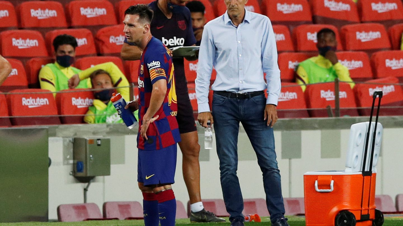 Leo Messi, con Setién al fondo. (Reuters)
