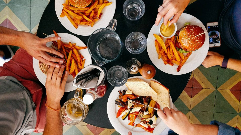 No descuides tu alimentación en los días de verano. (Unsplash)