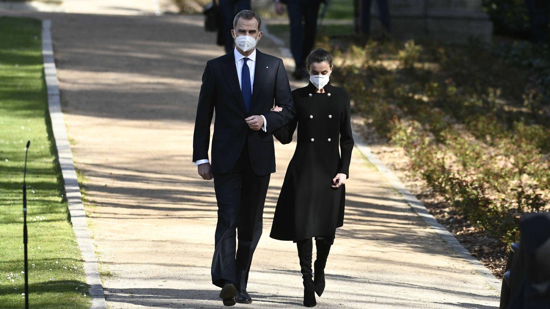 Los reyes Felipe y Letizia, a su llegada al acto. (Limited Pictures)