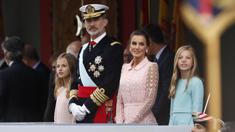 Los Reyes, con sus hijas. (EFE)