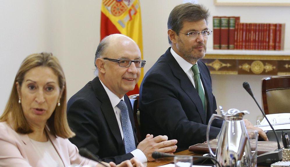 Foto: Ana Pastor, ministra de Fomento en funciones, Cristóbal Montoro, de Hacienda, y Rafael Catalá, de Justicia.