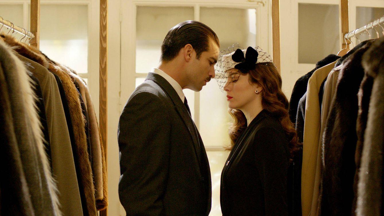 Foto: Sonsoles de Icaza y Serrano Súñer, pareja protagonista de 'Lo que escondían sus ojos' (Mediaset España)