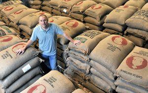 El hombre que dejó un negocio millonario para moler café