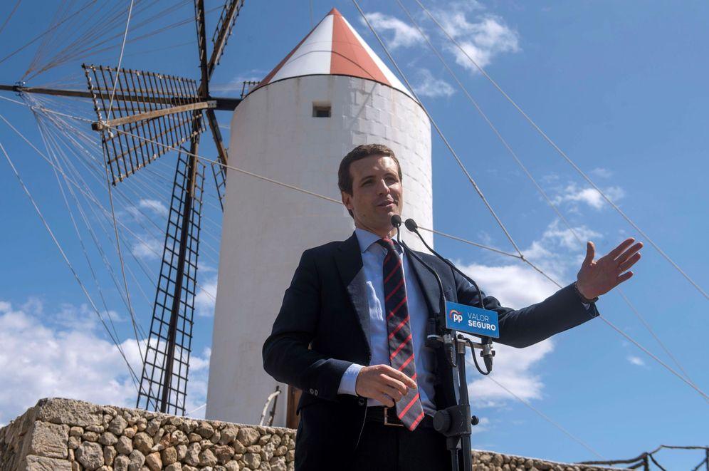 Foto: El presidente del PP, Pablo Casdo, este 9 de abril en Es Castell, Menorca. (EFE)