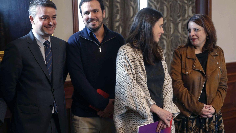 Adriana Lastra e Irene Montero, con Iván Redondo y Alberto Garzón, el pasado 12 de noviembre. (EFE)