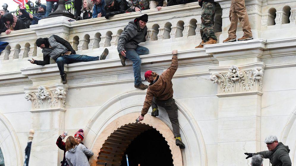 Foto: Seguidores de Trump asaltan el Capitolio este miércoles. (Reuters)