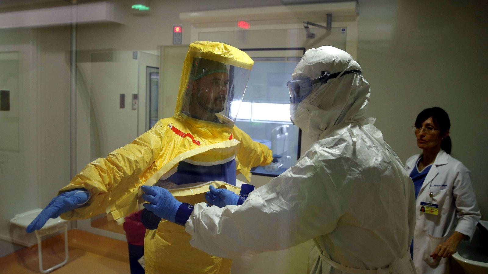 Foto: Unidad de aislamiento de alto nivel del hospital Gómez Ulla, situada en la planta 22 del inmueble. (EFE)