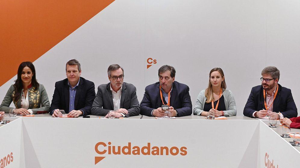Foto: Parte de la gestora de Ciudadanos. A la derecha, el secretario de Organización en funciones, Fran Hervías. (EFE)