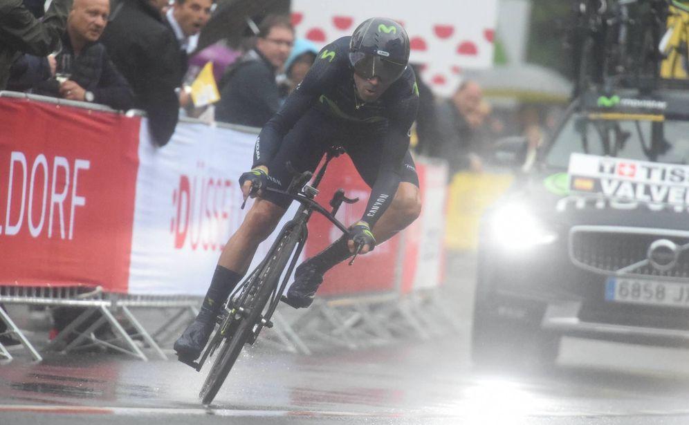 Foto: Alejandro Valverde este sábado durante contrarreloj inicial del Tour de Francia, se disputó bajo la lluvia en Düsseldorf. (Imago)