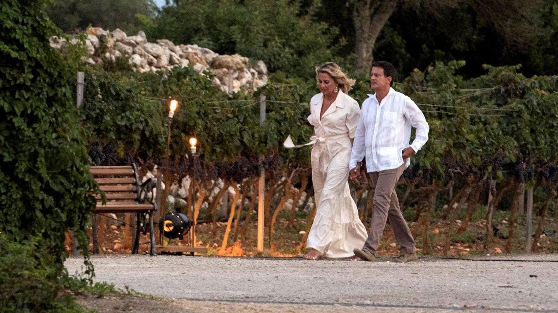 Manuel Valls y Susana Gallardo se preparan para recibir a sus invitados de su preboda. (EFE)