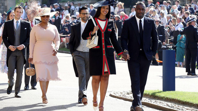 Idris Elba con su pareja y Oprah Winfrey, en la boda de Harry y Meghan. (Reuters)