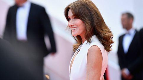 Carla Bruni demuestra que más allá de los 52 puedes llevar el pelo largo