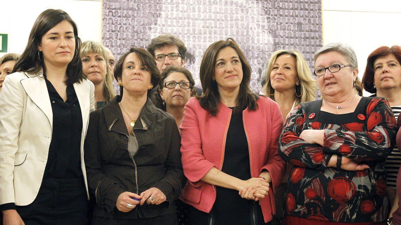 Purificación Causapié, en el centro, junto a Soraya Rodríguez (EFE).