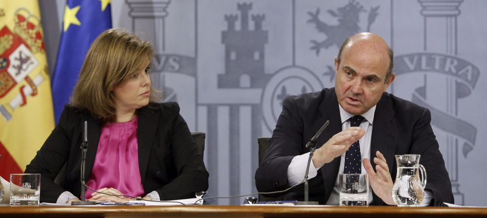 Foto:  La vicepresidenta del Gobierno, Soraya Sáenz de Santamaría, y el ministro de Economía y Competitividad, Luis de Guindos. (EFE)