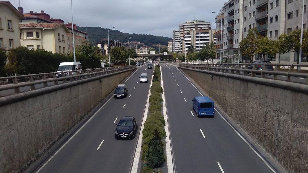 Foto: Sobre un puente, una de las zonas habituales en la que se colocan los radares móviles. (EFE)