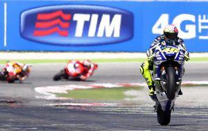 Rossi vuelve a ganar en casa de Simoncelli; Marc Márquez se cayó