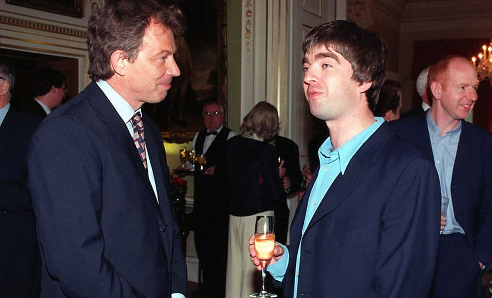 Foto: Tony Blair y Noel Gallagher, el que fuera líder de Oasis, en 2013