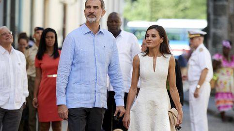 El paseo (cogidos de la mano) de Felipe y Letizia por las calles de La Habana Vieja
