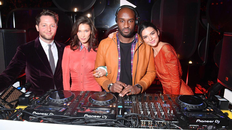 Derek Blasberg, Bella Hadid, Virgil Abloh y Kendall Jenner. (Getty)