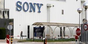 Sony oficializa la venta de su fábrica en España a Comsa y Ficosa por un euro