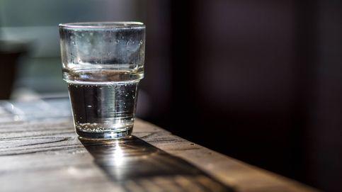 ¿Es malo beberse un vaso de agua de la noche anterior?