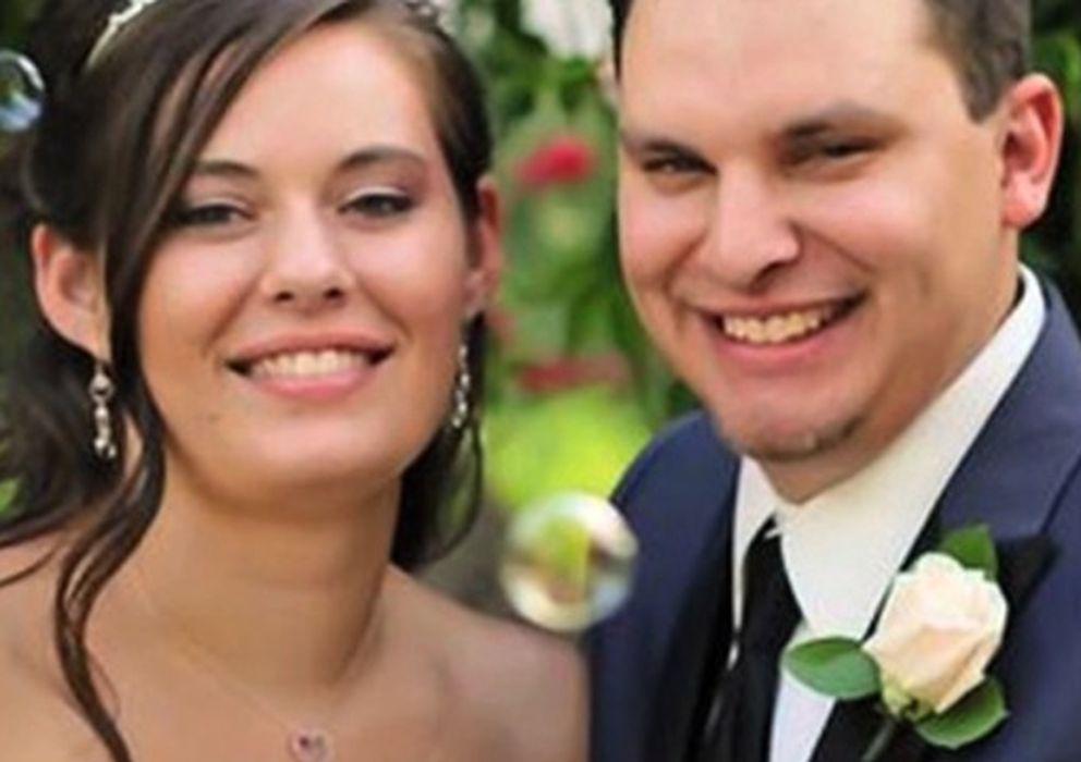 Foto: La malograda pareja, retratada el día de su boda, ocho días antes del homicidio. (Facebook)