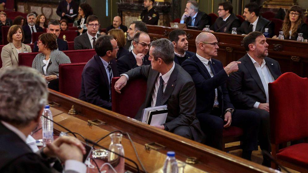 Foto:  Los doce líderes independentistas acusados por el proceso soberanista catalán que derivó en la celebración del 1-O. (EFE)