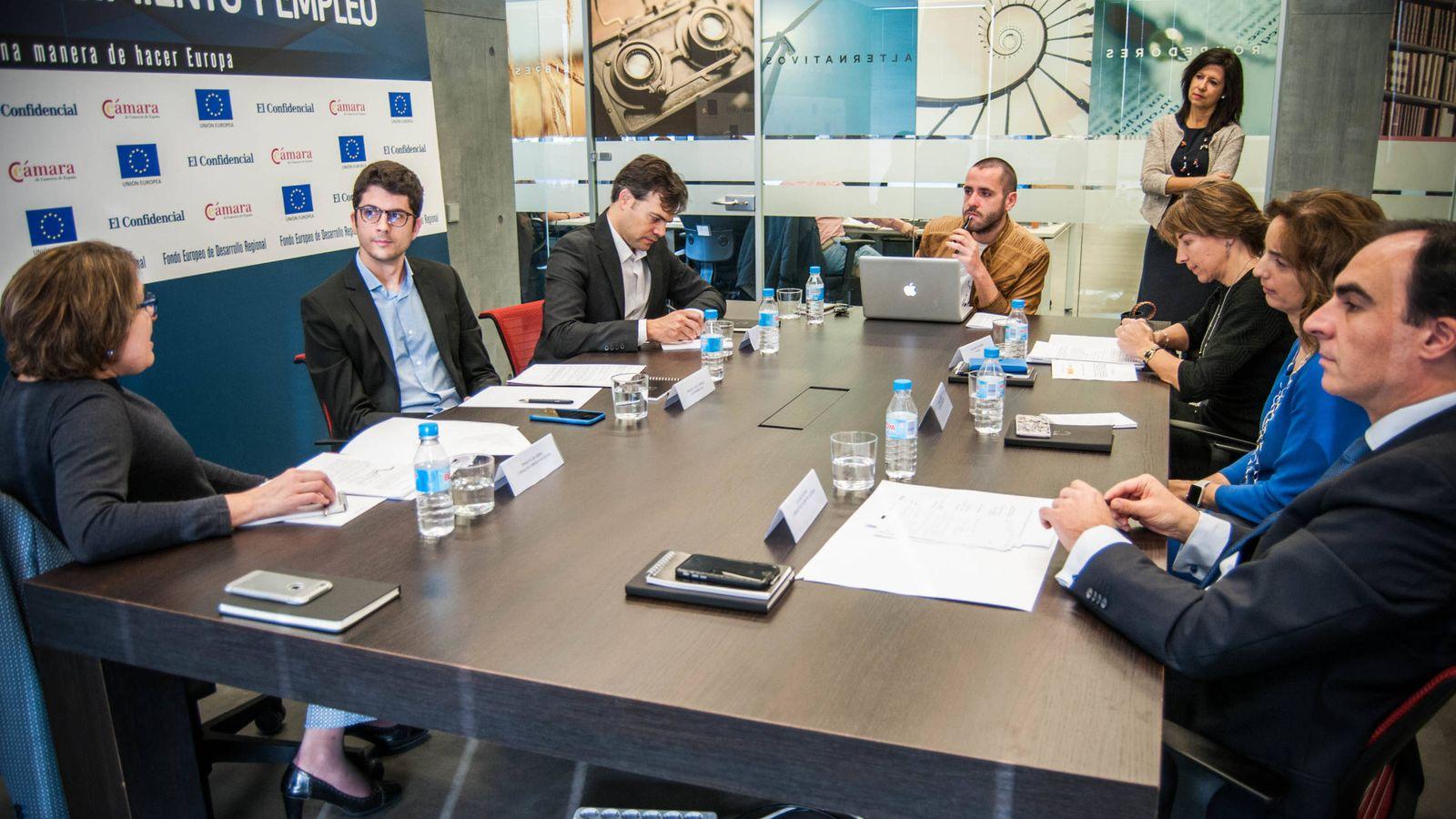 Foto: Mesa redonda 'La economía digital, motor de crecimiento y empleo', organizada por El Confidencial y la Cámara de Comercio. (Foto: Carmen Castellón)