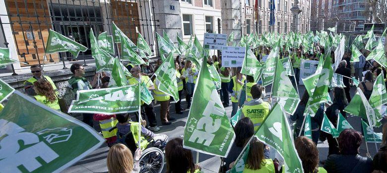 Foto: Protesta del sindicato Satse en Valladolid, el pasado año 2012 (Efe).