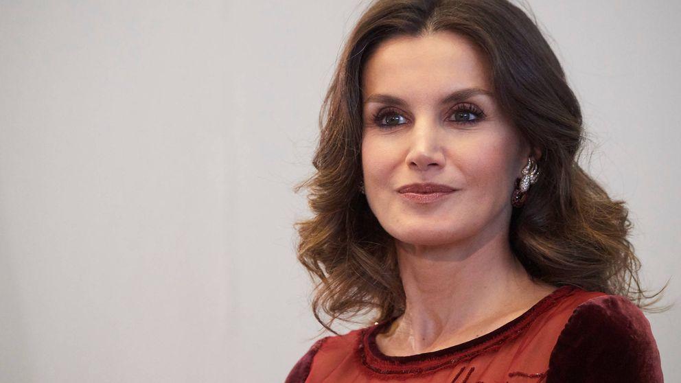 La reina Letizia cierra su viaje a Marruecos con un vestido de pasarela