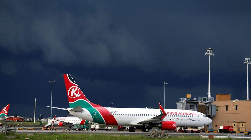 Foto: Varios aviones de Kenya Airwais, en un aeropuerto cerca de Nairobi. (Reuters)