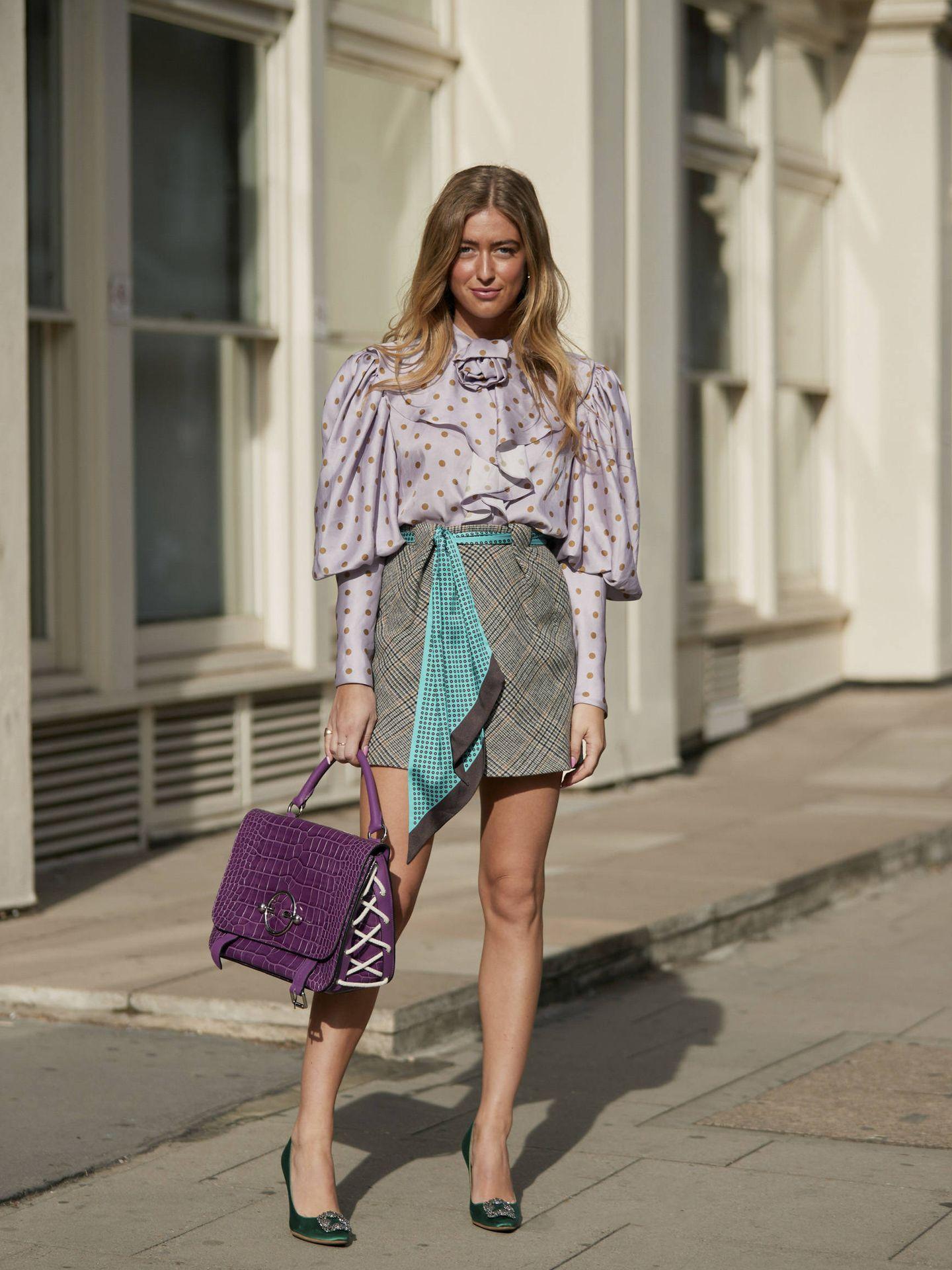 Las calles se han llenado esta primavera de blusas con mangas XXL. (Imaxtree)