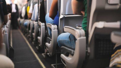 Lo peor que puedes hacer si reclinan el asiento del avión