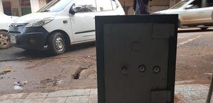 Post de Un turista abre por casualidad una caja fuerte que llevaba cerrada desde los 70