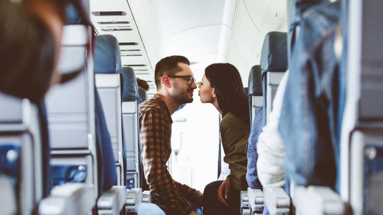 Dos desconocidos se sentaron juntos en un avión. Su vida nunca sería igual