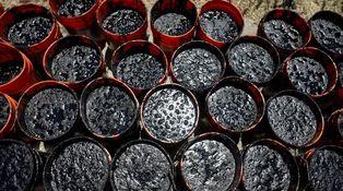 La encrucijada de las petroleras: a 30 dólares el barril, ninguna cubre el dividendo