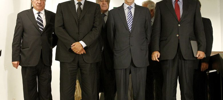 Foto: El presidente del Consejo Empresarial para la Competitividad (CEC), César Alierta (2d), junto al presidente de la CEOE, Juan Rosell