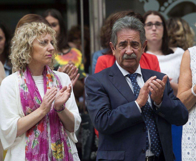 Miguel Ángel Revilla y la vicepresidenta cántabra, Eva Díaz Tezanos (PSOE), en agosto de 2017. (EFE)