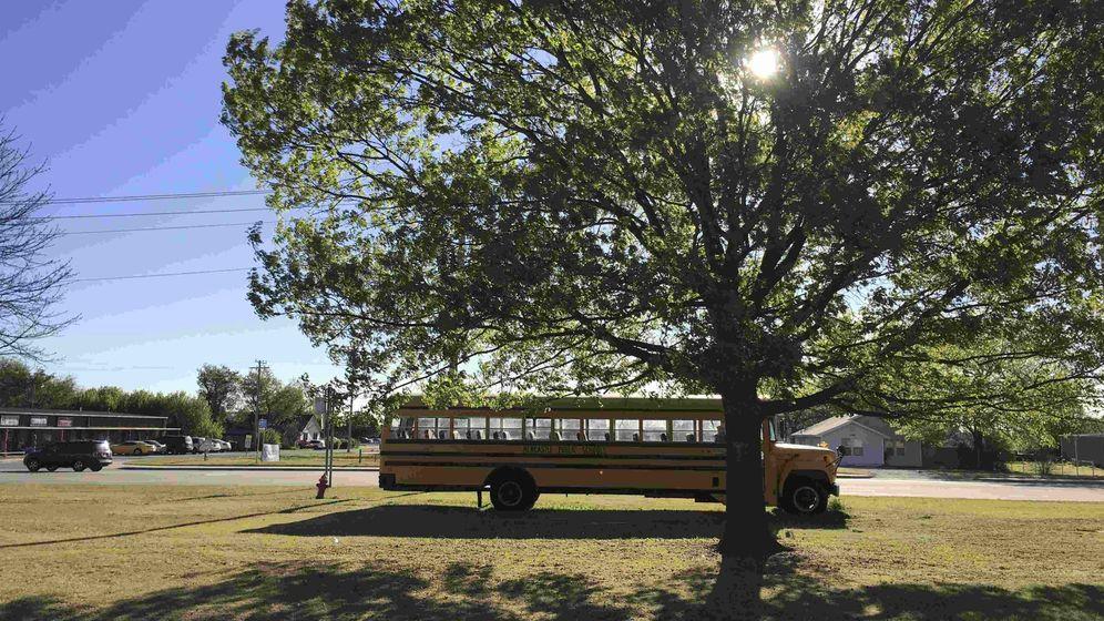 Foto: Un autobús escolar aparcado en Newcastle, Oklahoma, en abril de 2016. (Reuters)