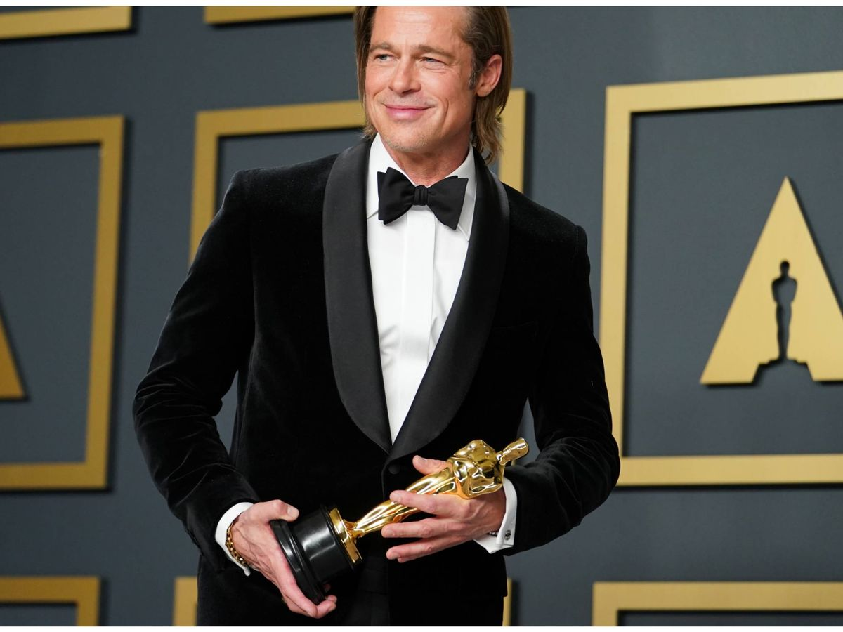Foto: Brad Pitt posa feliz con el Oscar de 2020 a mejor actor de reparto. (Getty)